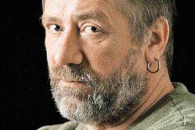 серьги-конго для мужчин, серьга в левом ухе у мужчины