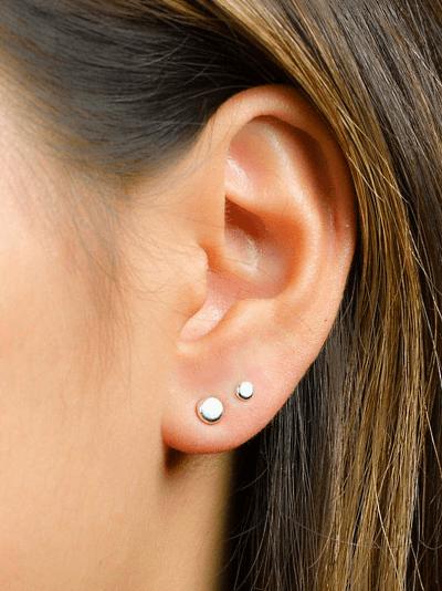 Какое ухо проколоть для второй серьги?