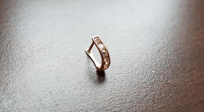 К чему потерять сережку с левого уха?