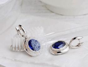 Приемы правильной чистки сережек из золота и серебра с камнями