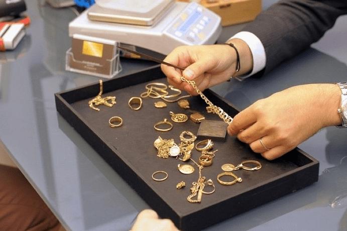 Стоимость одной сережки в ломбарде