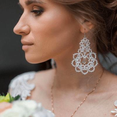 Как подобрать серьги к свадебному платью?