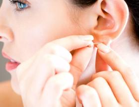 Почему от дырок в ушах для сережек исходит неприятный запах