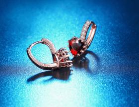 Виды сережек для ушей: названия и особенности