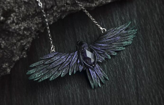 Подвеска Ворон — символ мудрости и тайного знания