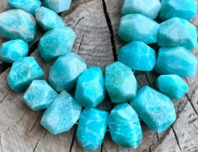 Амазонит — популярный поделочный камень