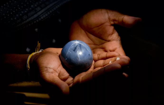 Сапфир «Звезда Индии» — камень возрастом более 2 млрд лет