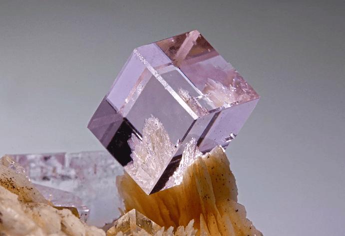 Флюорит — «текучий» минерал