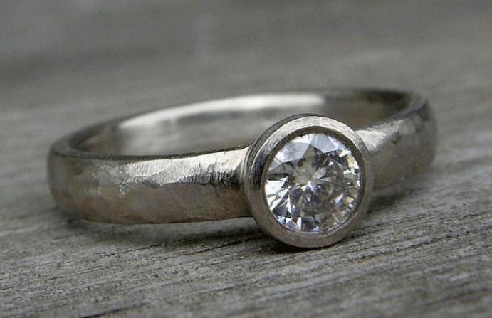 Что такое палладий. Кольцо из палладия с камнем