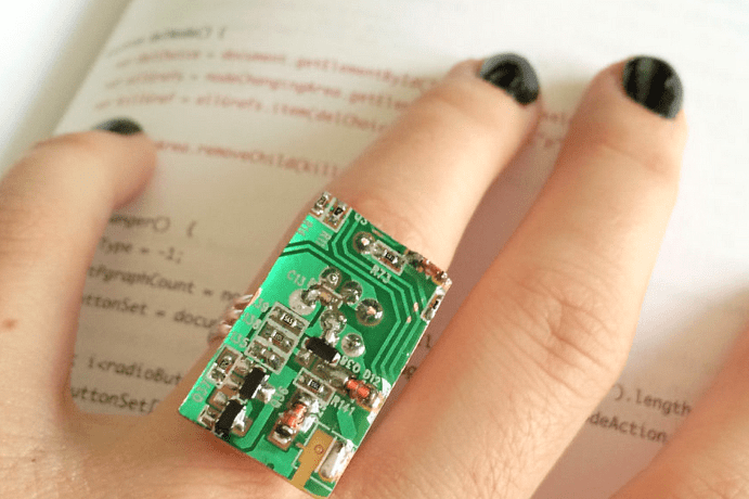 Ювелирные украшения для программиста: оригинальные идеи подарков