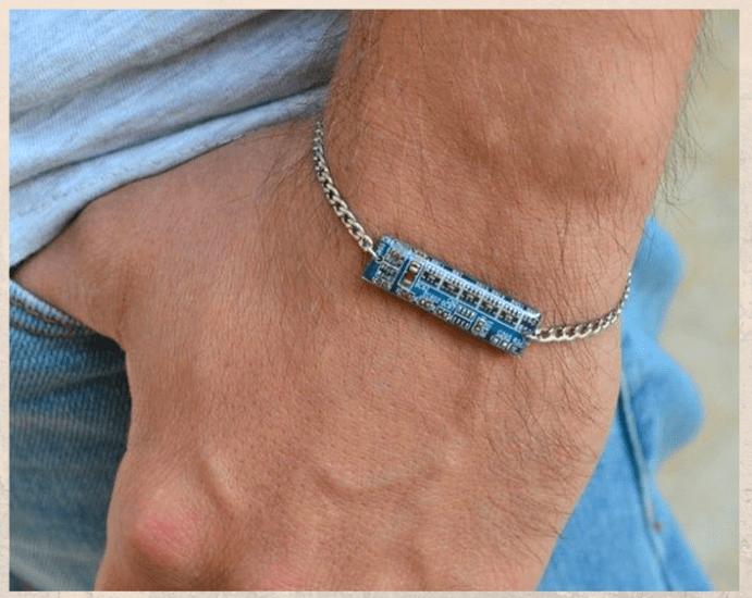 Ювелирные украшения для программиста: оригинальные идеи подарков. Браслет