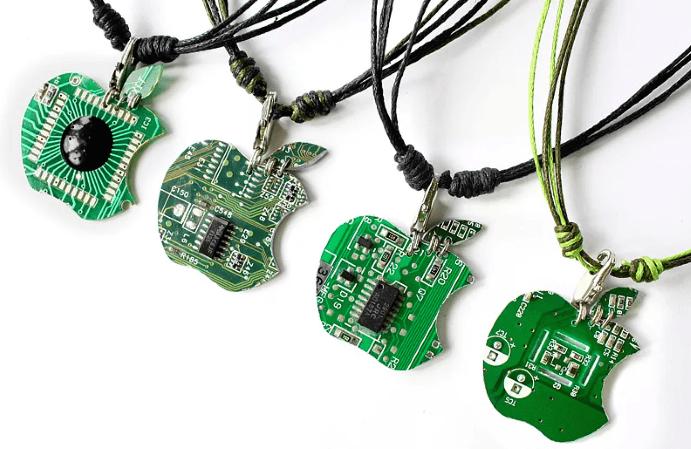 Ювелирные украшения для программиста: оригинальные идеи подарков. Кулон микросхема эпл