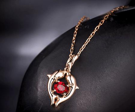 Обзор ассортимента украшений с рубином в золоте. Золотой кулон с рубином