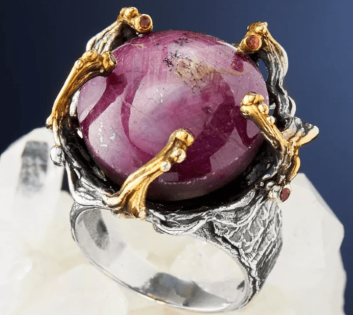 Полезные свойства украшений с рубином в серебре. Серебряное кольцо с большим рубином