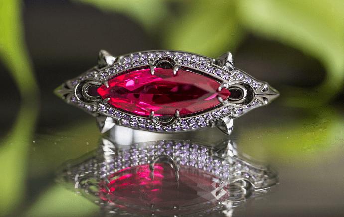 Плюсы серебряных украшений с рубином