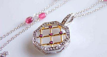 Украшения с рубином в серебре. Кулон с рубином и фианитами