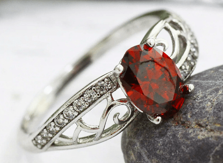 Украшения с рубином в серебре. Серебряное кольцо с рубином