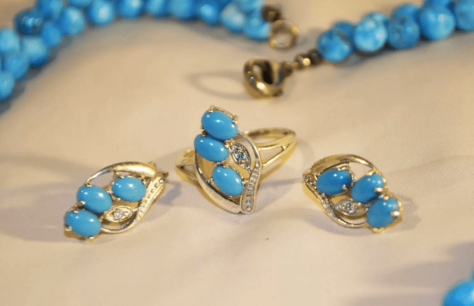 Украшения с бирюзой в золоте, серьги, кольца, бусы, браслеты. Несколько рекомендаций ювелира
