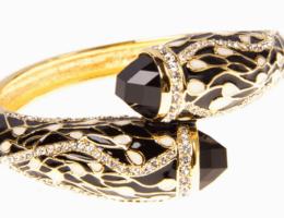 Как носить золотые украшения с эмалью