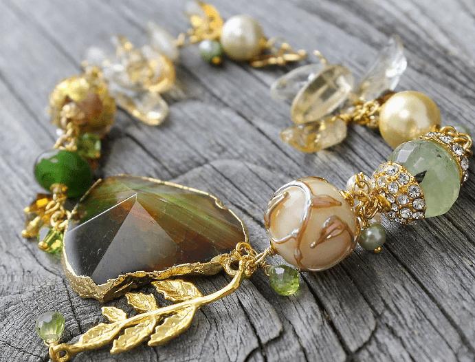 Золотые украшения с натуральными камнями – советы по выбору