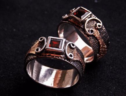 Мужские украшения с гранатом – лучшие варианты сочетаний в образах