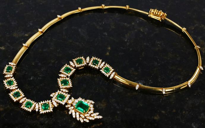 Украшения с изумрудом в золоте: изящество и роскошь, достойные королев