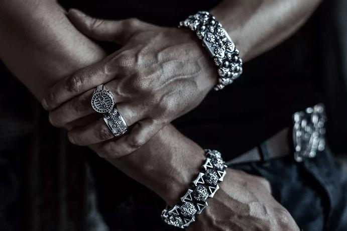 Серебряные ювелирные украшения для мужчин. Кольца, браслеты