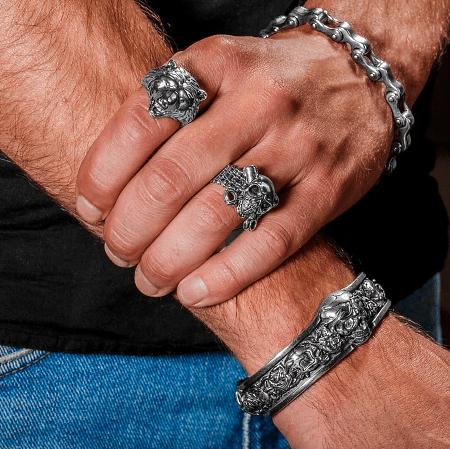 Виды ювелирного серебра для джентльменов. Серебряные кольца и браслеты