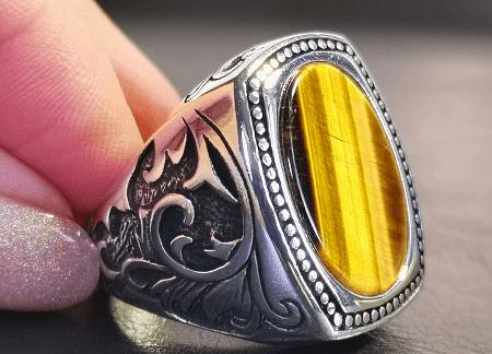 Виды ювелирного серебра для джентльменов. Серебряное кольцо с камнем