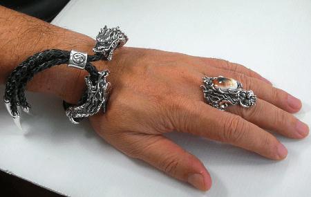 Виды ювелирного серебра для джентльменов. Серебряные кольца с камнями и браслеты из кожи в серебре