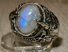 Мужские украшения из лунного камня: разнообразие изделий, как ухаживать и хранить