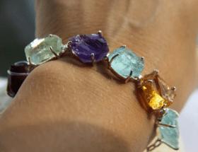 Украшения с необработанными камнями: за и против