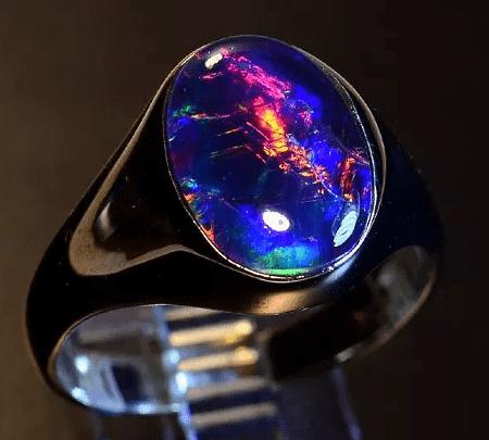 Как правильно выбрать мужское украшение с опалом? Черное кольцо с опалом