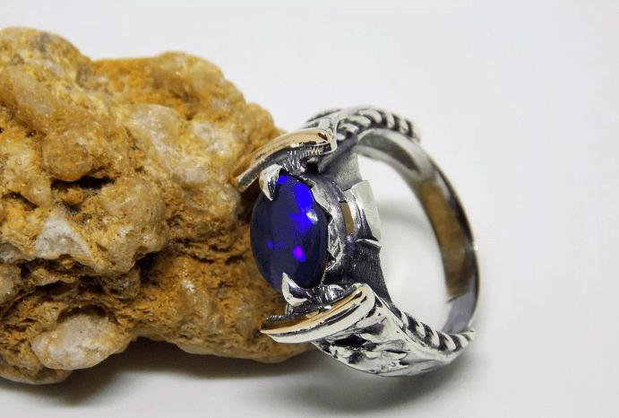 Как правильно выбрать мужское украшение с опалом? Серебряное кольцо с опалом