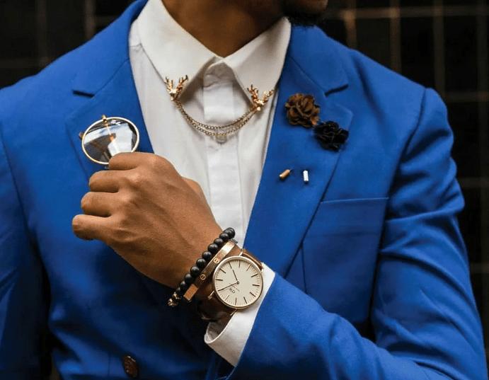 Особенности украшений для мужского пиджака, или как тонко придать образу изысканности?