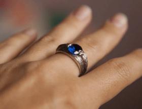 Мужские украшения с сапфиром: варианты исполнения и правила ухода