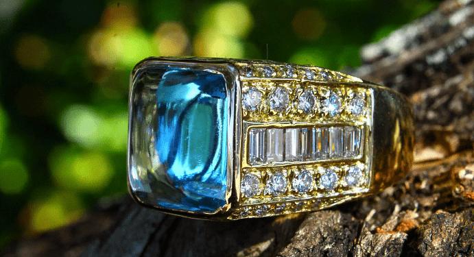 Особенности мужских изделий из топаза. Перстень с топазом и бриллиантами
