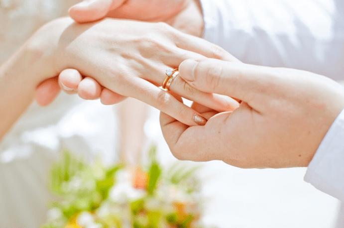 Как выбрать помолвочное кольцо: советы мужчинам. Определите свой бюджет