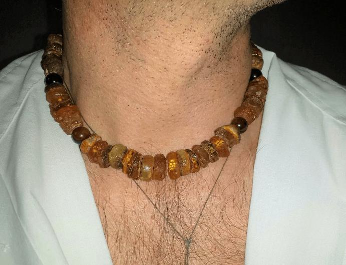 Особенности ношения изделий из янтаря и с янтарем. Мужские бусы с янтарем