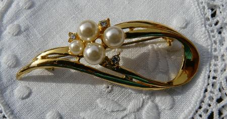 Как правильно выбрать золотые украшения с жемчугом? брошь