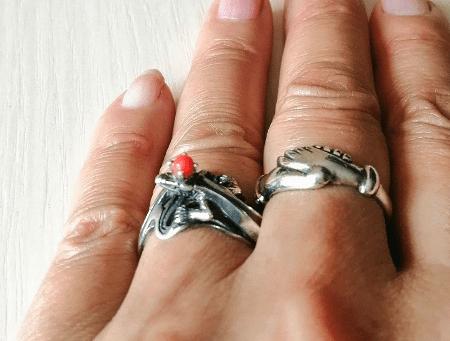 Необычные варианты дизайна украшений из серебра. Серебряные кольца с мелким камнем