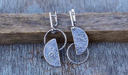 Необычные варианты дизайна украшений из серебра. Серьги