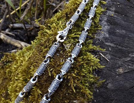 Необычные варианты дизайна украшений из серебра. Толстая серебряная цепочка