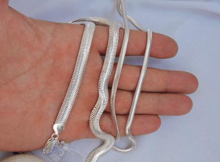 Необычные варианты дизайна украшений из серебра. Серебряная цепочка снейк