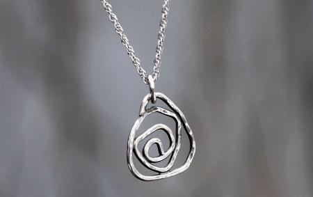 Необычные варианты дизайна украшений из серебра. Кулон