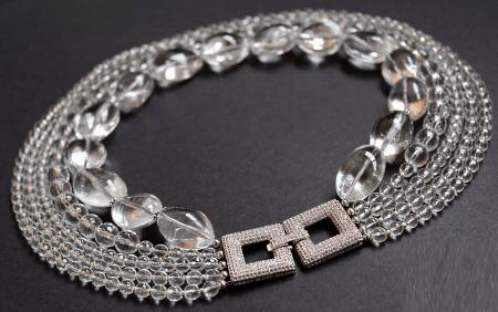 Необычные варианты дизайна украшений из серебра. Ожерелье из серебра с горным хрусталем