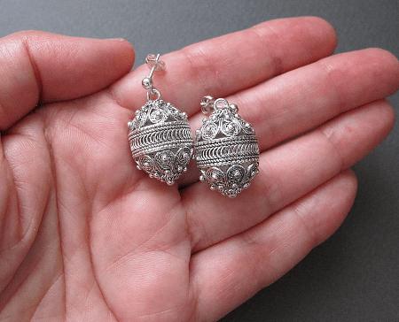 Необычные варианты дизайна украшений из серебра. Серьги филигрань