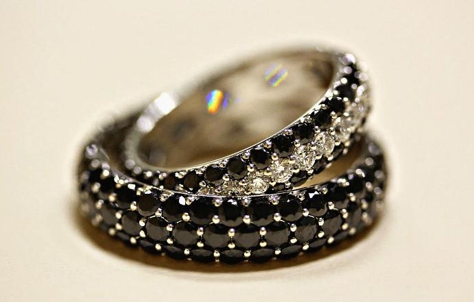 Украшения с черными бриллиантами: виды, особенности подбора