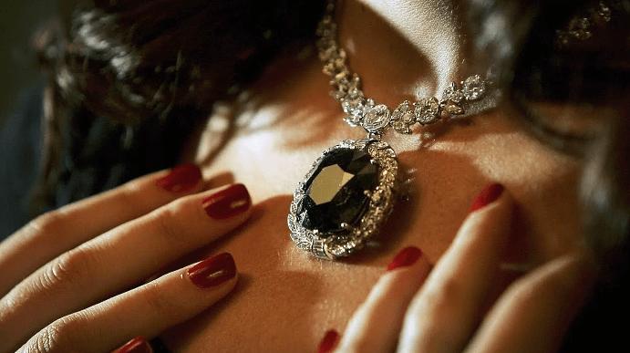 Украшения с черными бриллиантами. Кулон