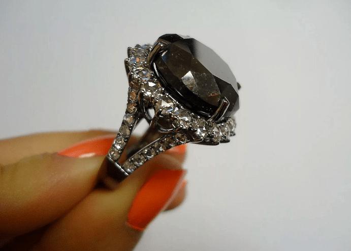 Украшения с черными бриллиантами. Перстень с бриллиантами